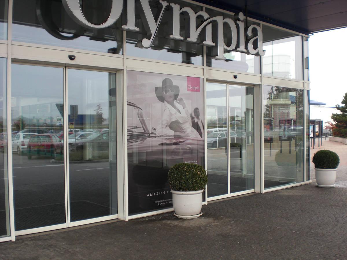 mytí prosklených ploch, Olympia Brno
